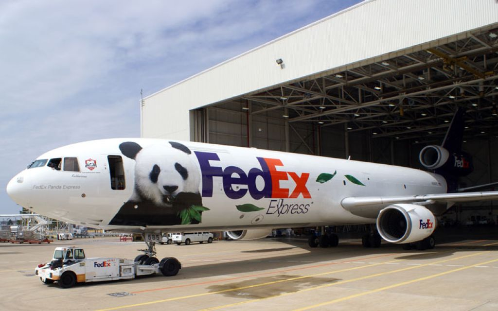 an overview of fred smith and federal express fedex